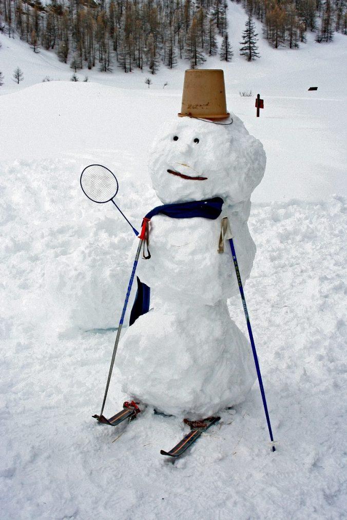 ob_710399_homme-de-neige-badminton